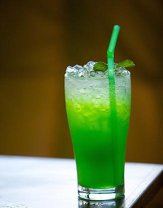 green-cocktails-cocktails-23976700-332-500.jpg